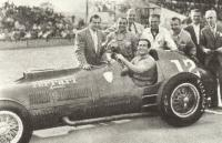 Альберто Аскары перед стартом Инди-500 в 1952 году