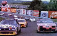 Автомобили на треке NASCAR