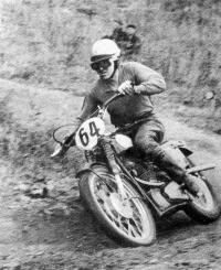 Борис Иванов лидирует на чехословацком мотоцикле ЭСО-500
