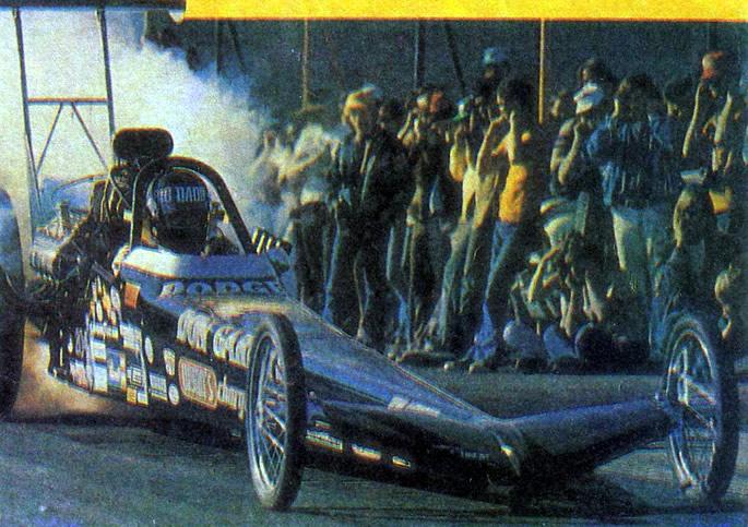 Дрэгстер Дона Гарлитса с двигателем за сиденьем гонщика