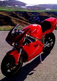 Ducati 911 в ярком окрасе похож на 2-хколёсный Феррари
