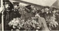 Гонщики ВВС после приземления в краснодарском аэропорту