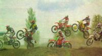 Хороший ракурс — летящие мотоциклы на фоне синего неба