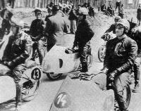 К старту готовятся чехословацкие гонщики