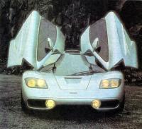 «Мак-Ларен-F1» с открытыми дверями
