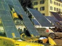 Перед стартом в Лозанне машины «принимают солнечные ванны»