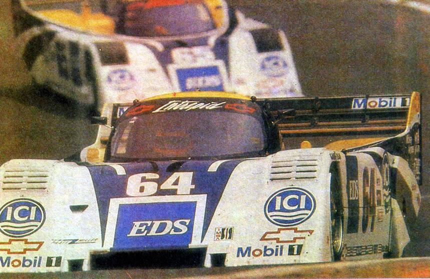 Спортивные машины на трассе