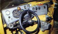 В кабину водителя встроен мощный каркас безопасности